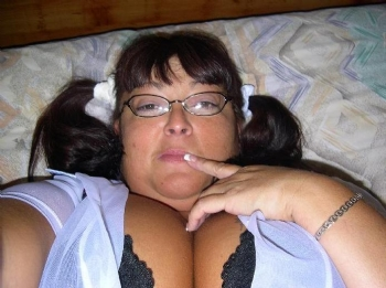Plump sex mad cougar looking for sex tonight